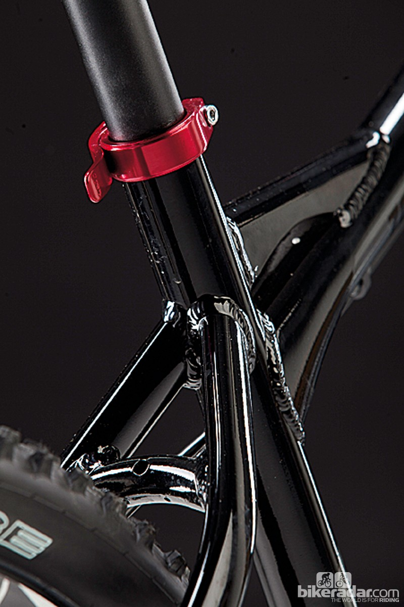 The lack of bottle mounts on the seat tube means you can slam it right down when the need arises