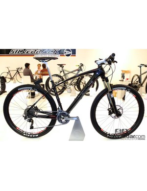 The Syncra 1 is from the new 650b platform – or 27.5 as the Silverback team refer to it. It borrows that long clean line from the more established Storm, but in an all-new size