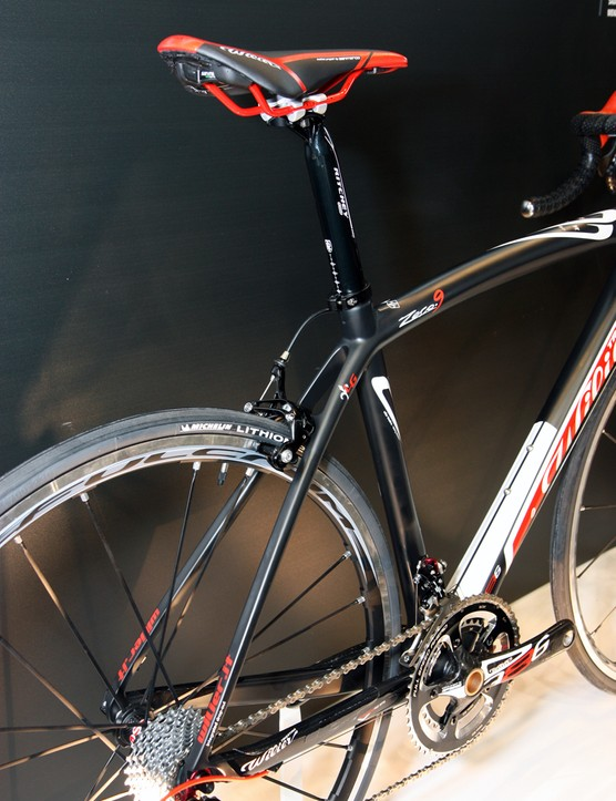 The swoopy lines of Wilier Triestina's new Zero.9 should look familiar as they're borrowed from the Zero.7