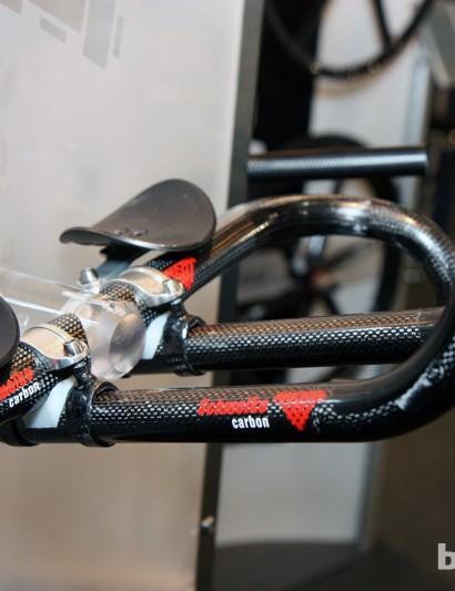 Claimed weight for Schmolke's carbon fiber aero clip-ons is just 195g - less than half the weight of Zipp's VukaClip set