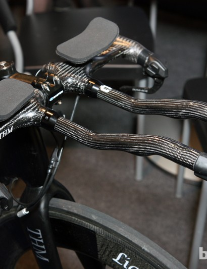 New company Haero Carbon offers this ultralight carbon fiber integrated aero bar setup for a whopping 849 Euros. Claimed weight is a paltry 350g