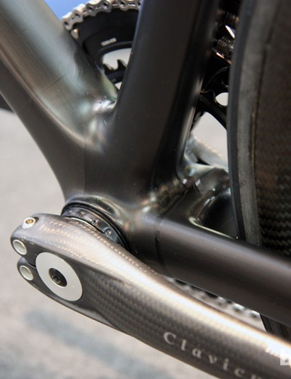 The bare UD finish on Rolo's Eurobike super bike leaves the bond line visible where the chain stay section is bonded to the main triangle