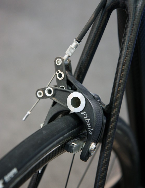 THM-Carbones' ultralight Fibula road brake calipers feature a power-amplifying linkage. Nearly 100 percent carbon fiber construction yields a claimed weight of just 120g for the set