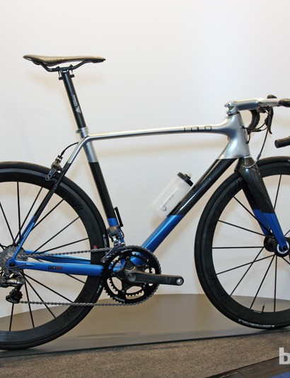 Rolo showed off this tricked-out road bike with a claimed frame weight of 795g and a complete weight of 5.6kg (12.35lb) as shown with Shimano Dura-Ace Di2. Suggested retail price, however, is an astronomical 18,000 Euros
