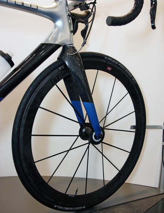 Rolo's decked-out Eurobike display included CarbonSports Lightweight carbon fiber wheels and a THM-Carbones Scapula F fork with integrated linear-pull front brake
