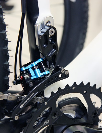 Acros is offering blue anodized A-GE hydraulic derailleurs in limited quantities. Front derailleurs are available in traditional band clamp, high direct mount and low direct mount fitments