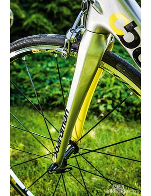 Big tubes and a well-shaped, full carbon fork make the SLR 9.2 light but deliver total steering authority