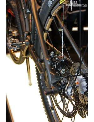 Post mount rear brake caliper tabs and thru-axle dropouts on Canyon's new Nerve CF