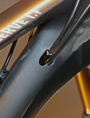 Cabling is fully internal on Canyon's new Nerve CF with the exception of the rear brake, which is still externally run for ease of maintenance. Despite the somewhat limited 110mm of rear wheel travel, Canyon still includes internal routing for RockShox's Reverb Stealth dropper seatpost