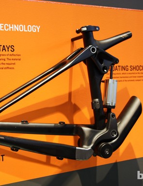 Omiting the dropout pivots on Canyon's new Nerve CF both reduces weight and improves stiffness, according to Canyon