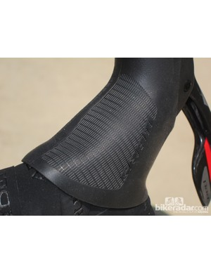 The subtle texture is noticeably grippier than the old Red's smoother finish. Also included with the new levers are stick-on gel patches that hide beneath the bar tape and do an excellent job of cushioning the housings from the base of your palms