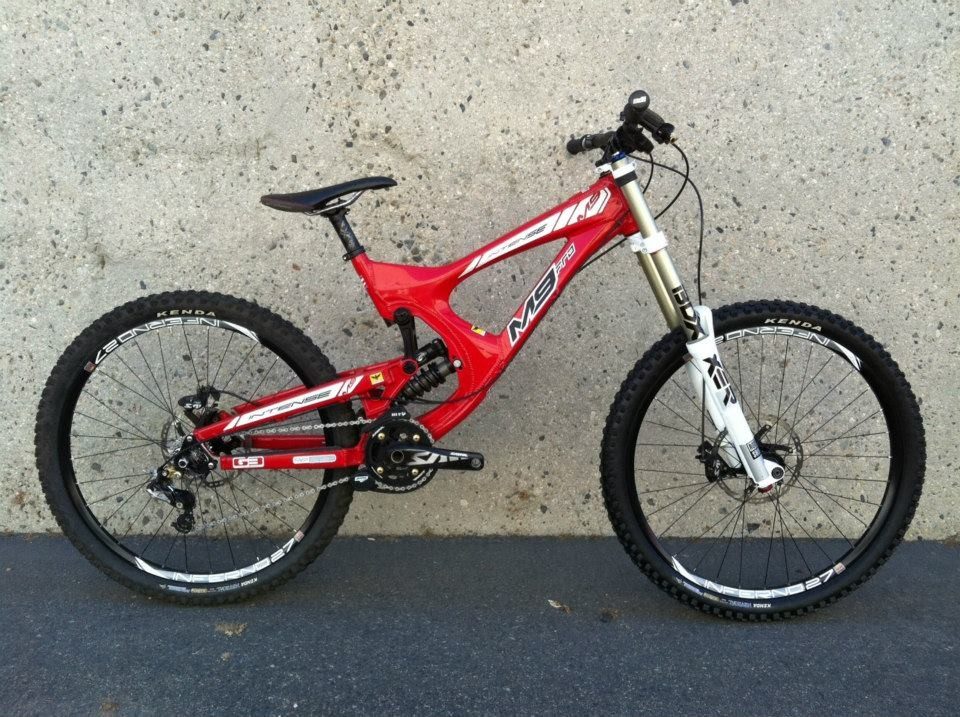 Intense M9275 downhill bike prototype with 650b wheels