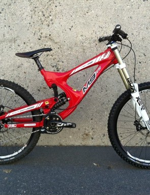 Intense M9275 downhill bike prototype with 650b wheels