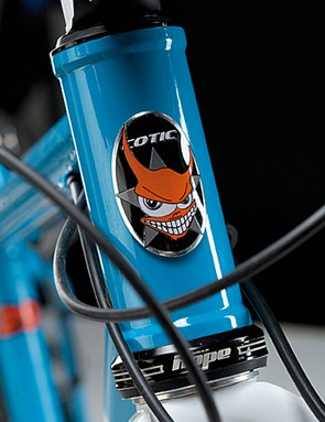 Like the head tube badge, the Solaris looks mean and ready to take on whatever you want to throw at it