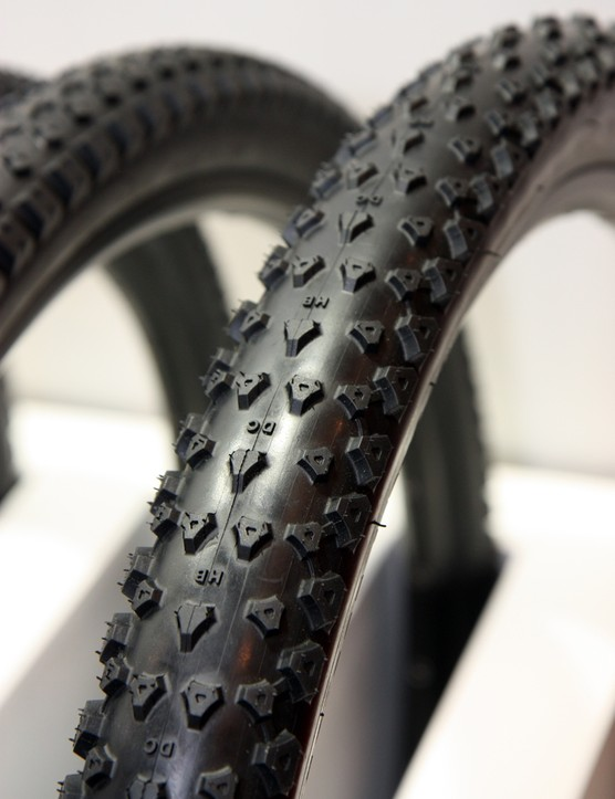 As the name suggests, Kenda is aiming the new Honey Badger as a do-it-all option for nearly all conditions, from loamy to hardpack. Note the little 'HB' and 'DC' letters molded into the tread, too