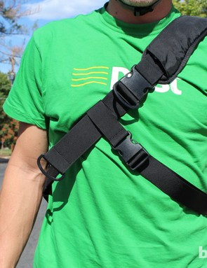 The shoulder strap has a quick-adjust feature: pulling on the lower C-clip tightens the bags, while pulling on the upper C-clip cinches it up. The perpendicular stablizing strap does its job well