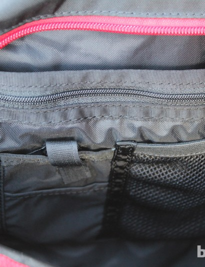 The smaller compartments has the standard orgazining pockets