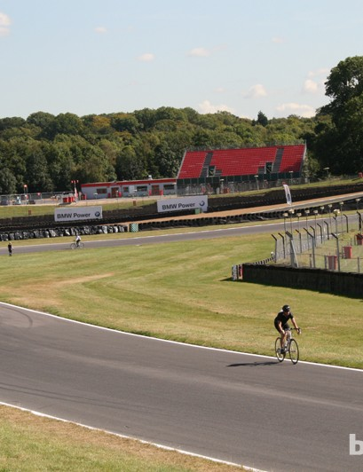 The constantly undulating terrain of Brands Hatch was ideal for Cyclothon, eliminating the boredom that 100 laps of a flat track would inevitably cause