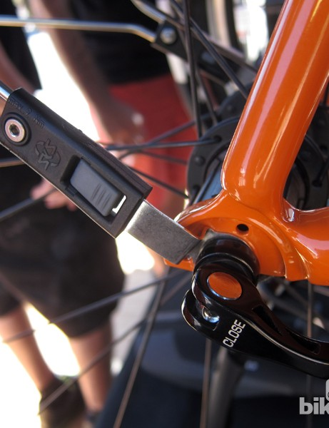 The new SKS RaceBlade Long brackets now use fully enclosed tabs instead of the previous version's U-shaped tabs