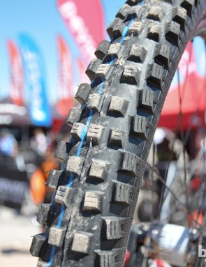 The notorious blue stripe on a set of Schwalbe Muddy Marys says Smith is running custom compound tires