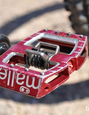 Pre-production Crank Bros Mallet pedals, as seen on Steve Smith's custom Devinci Wilson Carbon, are said to be wider than the stock versions