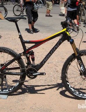 The new Devinci Dixon Carbon trims about 349g (0.77lb) from the aluminum frame weight