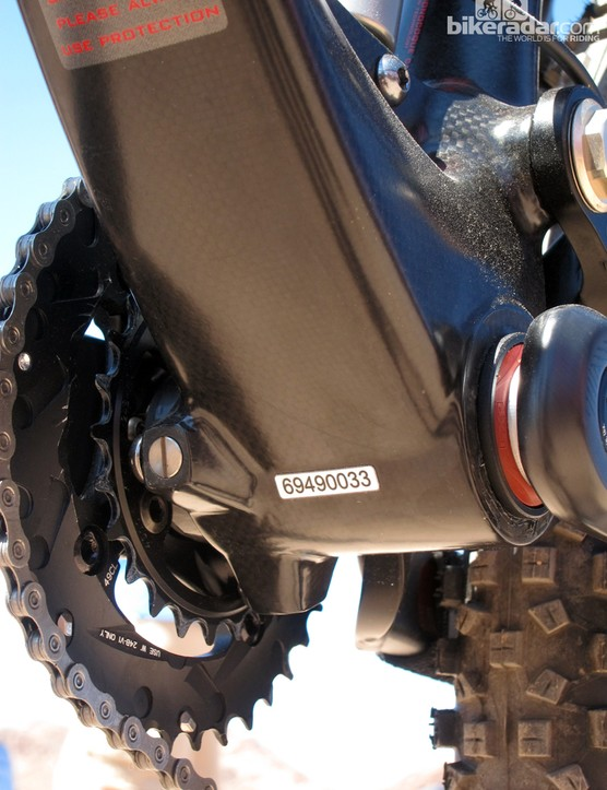 Press-fit cups and an extra-wide bottom bracket shell for Devinci's new carbon fiber Dixon