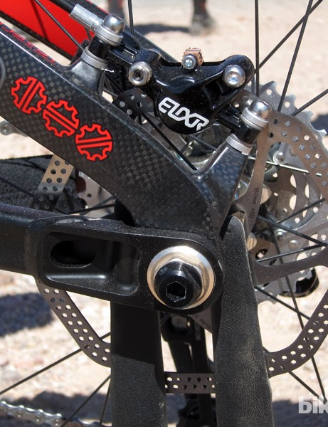 Post-mount caliper tabs and Dave Weagle's Split Pivot dropout configuration on Devinci's new Dixon Carbon