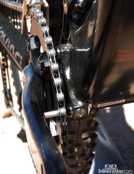 The new carbon Devinci Dixon includes ISCG tabs with cleverly replaceable threads