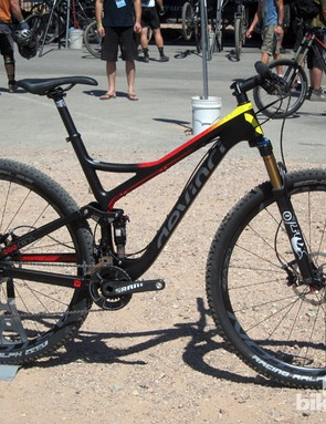 Devinci adds a new top-end Atlas full-sus 29er for 2013, with a carbon fiber front triangle that sheds nearly 300g (0.66lb) from the aluminum version