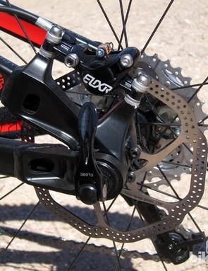 Post-mount caliper tabs and Dave Weagle's Split Pivot dropout configuration on Devinci's new carbon fiber Atlas
