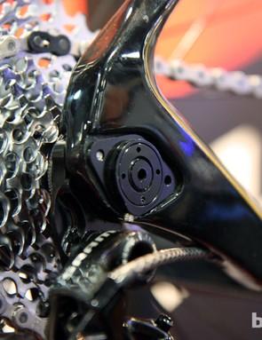 Redline's D680 carbon 29er hardtail features 142x12mm through-axle rear dropouts