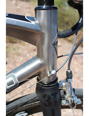 A massive 44mm head tube accommodates a tapered 1.25in to 1.5in steerer