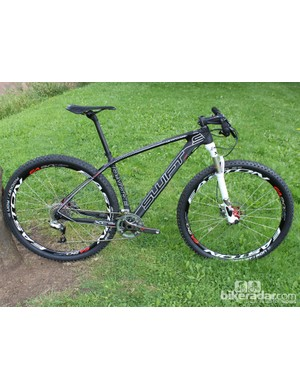 Swift Carbon's new Detritovore 29er is easy enough on the eye. The weight of this medium build (no pedals) is 9.43kg / 20.79lb