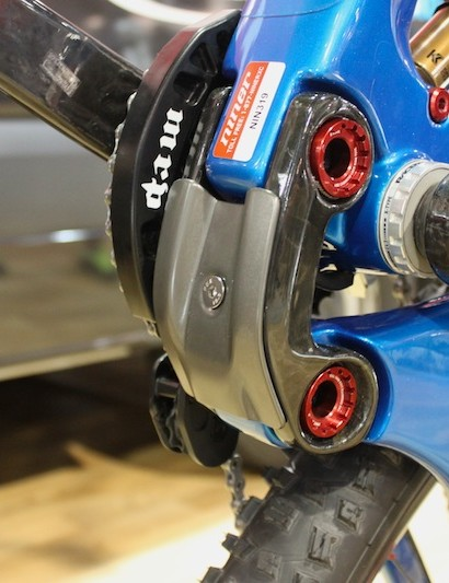 A replaceable aluminum skid plate protects the lower carbon link from impacts