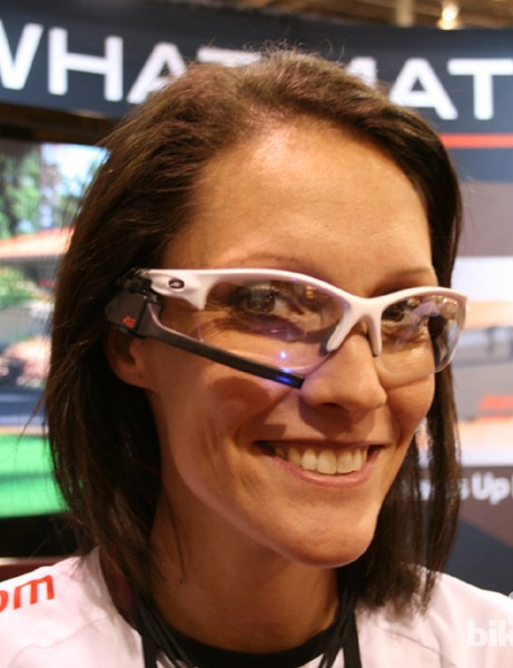 The Sportiiiis sunglasses attachment has an LED that flashes when you're in (or out) of your desired zone