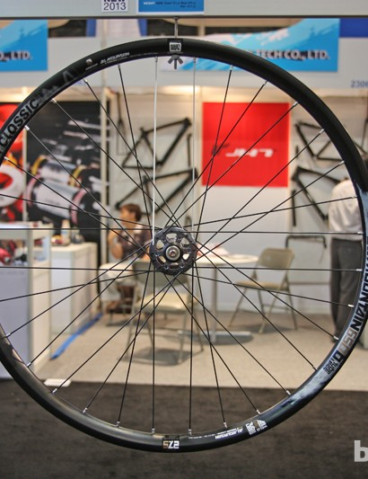American Classic is ading three new 650b/27.5in mountain bike wheels for 2013, including the popular All-Mountain tubeless disc with 28mm-wide aluminum rims. Claimed weight is 1,673g for the pair