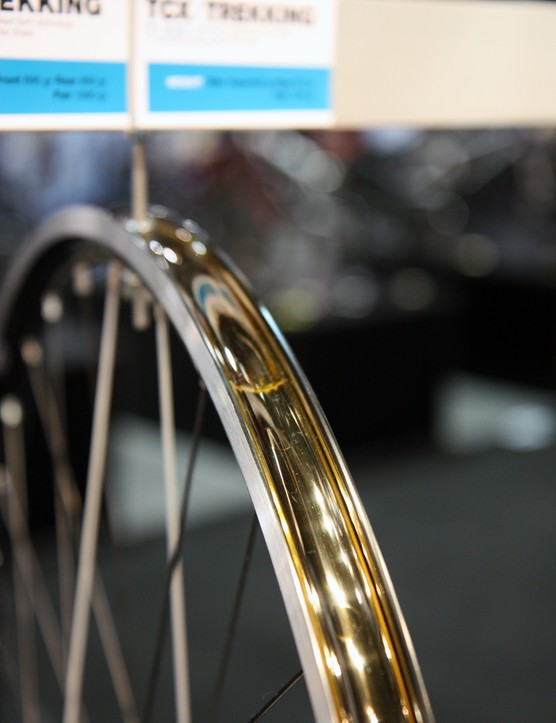 As with the company's other tubeless-compatible models, the American Classic TCX relies on tape to keep the rim airtight
