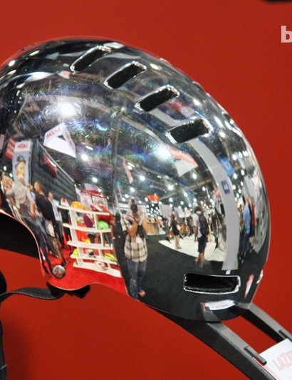 Lazer's urban-flavored Street Deluxe comes in a fetching chrome colorway for 2013