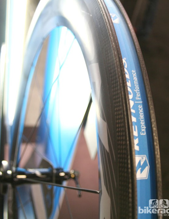 The step hook on the Aero 72 helps air stay attached to the rim