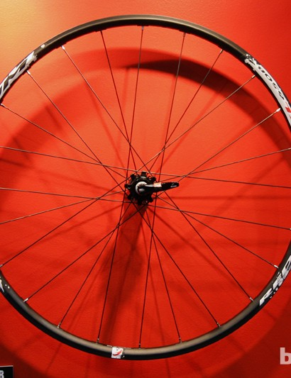 Fulcrum claims the upcoming Red Power XL 27.5in/650b wheelset weighs 1,815g. Unfortunately, it's not readily tubeless-compatible