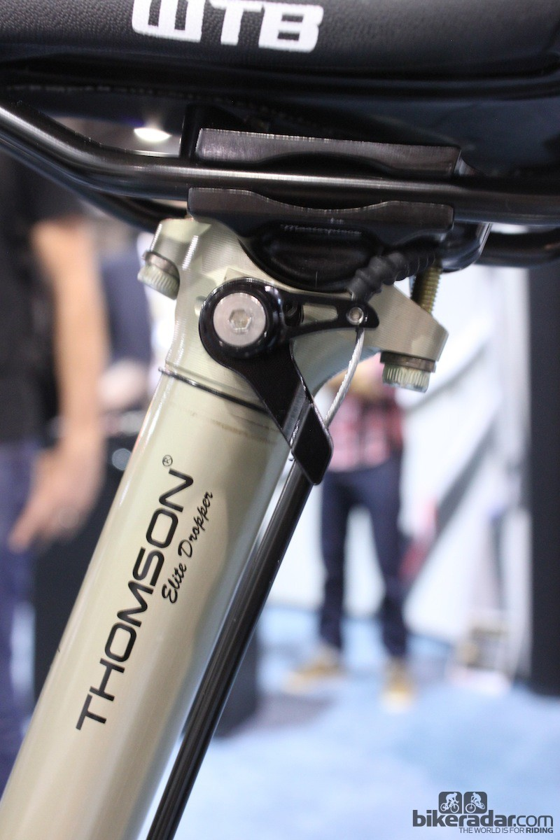 The Elite Dropper uses the same tried and true two-bolt design found on all Thomson's seatposts