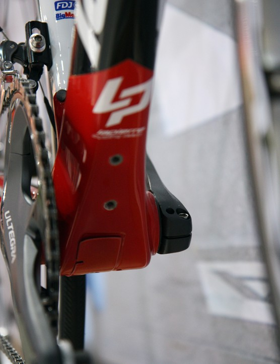 Battery mounts are built into the bottom of the down tube on Lapierre's latest Xelius chassis. Also note the cable access port underneath the bottom bracket shell and the press-fit bearing cups
