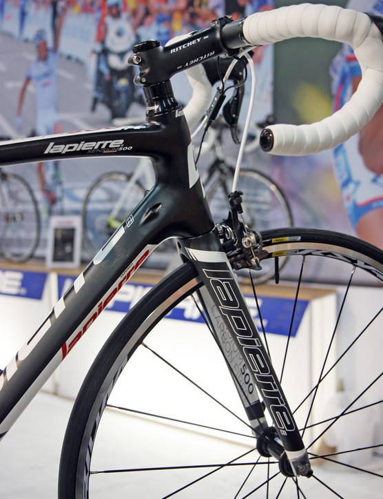 A tapered head tube and convertible internal routing are featured on the slightly more upright Lapierre Sensium