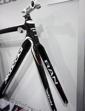 Dedacciai Strada builds the new Ran with the increasingly popular 1 1/8in to 1 1/4in tapered head tube, for a stiffer front end that's still comfortable