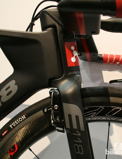 The front end of the E118 - bayonet fork and integrated stem