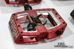 In addition to an all-alloy body, the number of traction pins has been increased from six to eight on the new CrankBrothers Mallet DH pedal