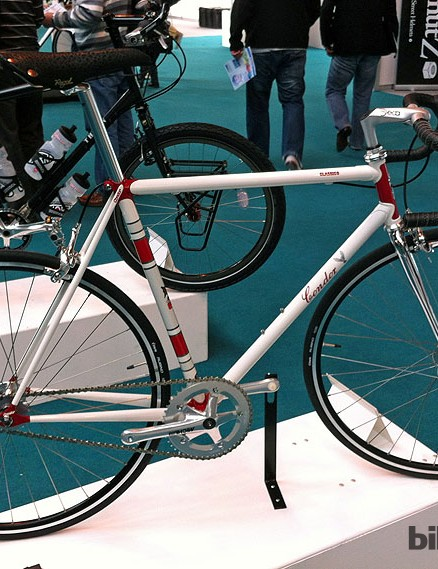 The Condor Classico Pista is put together using Dedacciai SAT 14.5 steel tubing