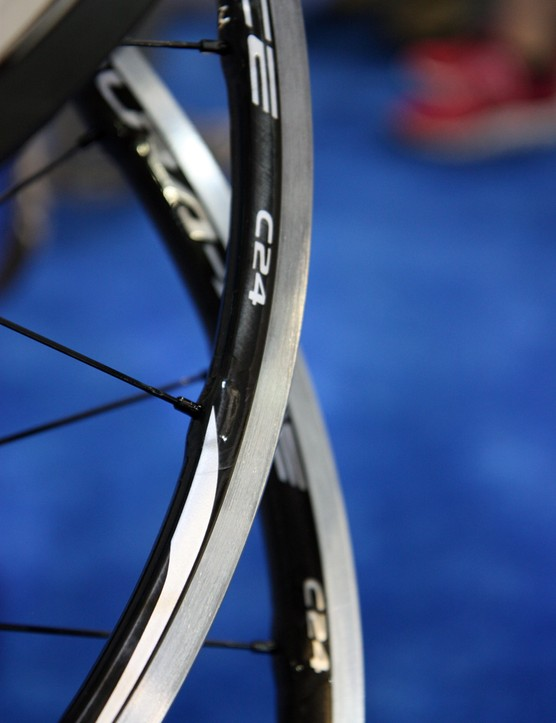 Shimano says the WH-9000-C24's carbon and aluminum clincher rims weigh only 384g each. A similar tubeless-compatible version adds 90g for the pair