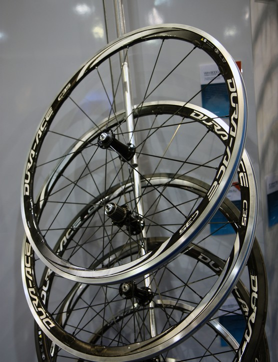 Shimano will offer 35mm deep road wheels in both tubular and clincher fitments, both with new wider spoke flanges and two-to-one rear lacing